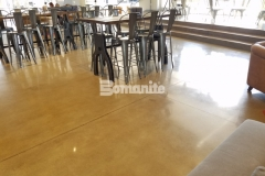The Patene Teres Custom Polishing System was used here to create a high-gloss decorative concrete flooring that integrates perfectly into this space, complementing the sophisticated and contemporary design.